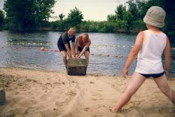 Łomżyńskie Wodne Ochotnicze Pogotowie Ratunkowe tworzy na miesiąc kąpielisko na plaży miejskiej.