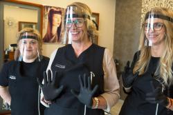 Kosmitki. Przy zachowaniu rygorów można otwierać zakłady fryzjerskie.