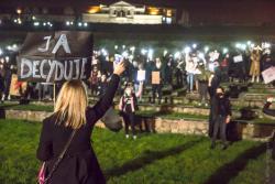 """Drugi dzień protestów """"Strajku Kobiet"""" na muszli."""
