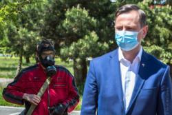 Maskami przykrywamy nasze codzienne maski. Kandydat na prezydenta PSL Władysław Kosiniak-Kamysz.