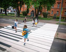 Muzyczne przejście dla pieszych przy Szkole Muzycznej przy al. Legionów w Łomży.