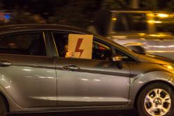 """Samochodowy spacer protestacyjny """"Strajku Kobiet""""."""