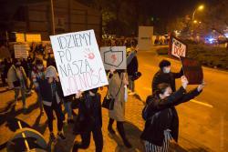 """""""Idziemy po naszą wolność"""" - transparent ze """"Strajku Kobiet""""."""