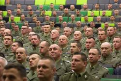 """Czujemy się spadkobiercami 18. Dywizji Piechoty, która powstała 23 stycznia 1920 roku. Przed wojną stacjonowała w Łomży i miała przydomek """"łomżyńska"""". Chcemy wrócić do tej chlubnej tradycji, aby 18. Dywizja była obecna w mieście – mówił generał dywizji dr Jarosław Gromadziński, dowódca 18. Dywizji Zmechanizowanej im. gen. broni Tadeusza Buka w skład której wchodzi 18. Łomżyński Batalion Remontowy"""