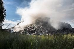 Płonie wysypisko śmieci w Czartorii.