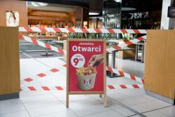 Zamknięta Galeria Veneda. Pozamykane sklepy i restauracje. Można kupić jedzenie tylko na wynos.