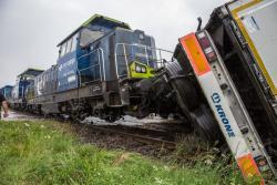 Pociąg staranował TIR-a w Łomży.