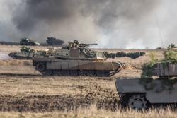 Amerykańskie czołgi Abrams z polskimi Leopardami i T-91 na poligonie w Orzyszu w ramach obchodzenia jubileuszu 20lat Polski w NATO, czyli 15. Giżycka Brygada Zmechanizowana oraz żołnierze z USA, Wielkiej Brytanii, Rumunii i Chorwacji tworzącymi Wielonarodową Batalionową Grupę Bojową NATO.