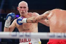 """Krzysztof """"Diablo"""" Włodarczyk skrzyżował rękawice z  Alexandrem Jurem podczas gali boksu """"KnockOut Boxing Night 6"""" w Łomży"""