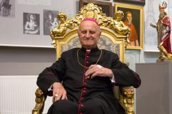 Biskup Stanisław Stefanek świętuje jubileusz 60-lecia kapłaństwa. Wystawa fotograficzna ze zdjęć Gabora Lorynczego i koncert na jego cześć.