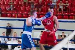 Bratobójczy finał Mistrzostw Polski AZS w boksie pomiędzy Danielem Maleszewskim a Marcinem Kapelewskim. Wygrał go Daniel.
