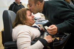 Opłatek w Zespole Szkół Specjalnych w Łomży. N/z dr Anna Drabarz, poruszająca się na wózku inwalidzkim, ale także wykładowca na Wydziale Prawa Uniwersytetu w Białymstoku, od niedawna pełnomocnik marszałka ds. osób z niepełnosprawnościami.