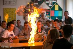 Warsztaty chemiczne dla uczniów Mechaniaka poprowadzili wykładowcy z Centrum Chemii w Małej Skali, działającym przy Pracowni Dydaktyki Chemii Wydziału Chemii Uniwersytetu Mikołaja Kopernika w Toruniu,