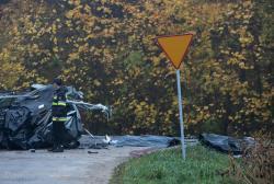 Sierzputy k/Łomży, wypadek śmiertelny na drodze krajowej S61. Trzy osoby zginęły, jedna osoba ranna, samochód osobowy  na rejestracji Słoweńskiej zderzył się z ciężarówką.
