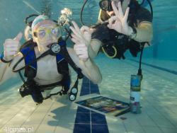 22. Finał Wielkiej Orkiestry Świątecznej Pomocy, podwodna kwesta w basenie nr 2 w Łomży. Na powierzchni wrzucano większe nominały, a pod wodą symbolicznie.