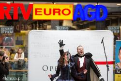 Upiór zaśpiewał w Łomży - pod takim tytułem ukazała się relacja z koncertu gościnnego lub raczej promocyjnego Opery Podlaskiej w łomżyńskiej Venedzie.