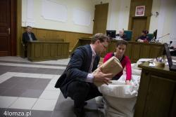 Proces wyborczy o unieważnienie wyborów do Rady Gminy Piątnica w okręgu nr 13. Wobec wycofania protestu przez Krzysztofa Wyska Sąd Okręgowy w Łomży sprawę umorzył.