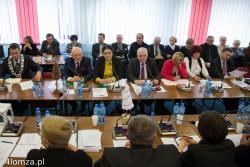 Nowa przewodnicząca Rady Miasta Bernadeta Krynicka posadziła naczelników ratusza pod ścianą, odwracając układ sali konferencyjnej o 180 stopni.