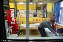 Mikołaj na oddziale dziecięcym szpitala wojewódzkiego w Łomży.