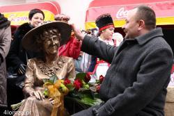 11.11.2007 Odsłonięcie pomnika ławeczki Hanki Bielickiej na Farnej w Łomży. N/z Romuald Kozłowski