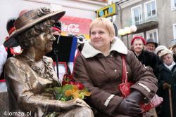 11.11.2007 Odsłonięcie pomnika ławeczki Hanki Bielickiej na Farnej w Łomży. N/z Zofia Kossakowska