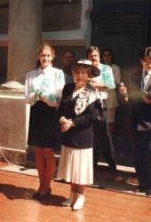 Hanka Bielicka w II LO w Łomży, czerwiec 1996 r., obok Katarzyna Pieniążek przewodnicząca SU.