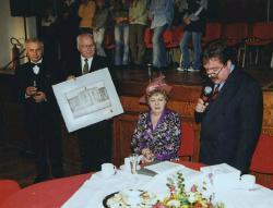 20 listopada 1999 r. Hanka Bielicka w auli II LO im. M.Konopnickiej w Łomży w czasie benefisu 60lat pracy scenicznej. Benefis zorganizowało Towarzystwo Przyjaciół Ziemi Łomżyńskiej.