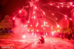 Nowy rok rozpoczął się jak zwykle fajerwerkami na Starym Rynku. Niestety niski pułap chmur przysłonił te urzędowe, a do podziwiania zostały tylko te przyniesione przez mieszkańców.
