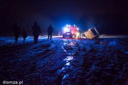 Autobus PKSu wpadł w poślizg i wypadł z drogi. Kilka osób zostało lekko rannych.