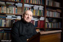 """- Nie zapomnę, jak papież Jan Paweł II pod koniec mszy świętej 4. czerwca 1991 roku w Łomży do obrazu Matki Boskiej podchodził, ażeby go ukoronować, i tak przez moment zaśmiał się, i mrugnął do mnie, a dopełnił te znaki dopiero w Pałacu Biskupim pochwałą: """"Ale żeś się napracował!"""" - oto najważniejsze wydarzenie, jakie w powodzi faktów ze swego pracowitego 70-letniego życia wybrał wikariusz biskupi ks. Jan Sołowianiuk, który - po 37 latach pracy jako wykładowca łaciny i liturgiki w Wyższym Seminarium Duchownym i przewodniczący wydziału duszpasterstwa ogólnego kurii w Łomży – przeszedł z początkiem lutego na emeryturę."""