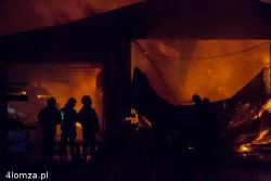 Pożar hal produkcyjnych firmy Metal-Technik pod Łomżą. Jesienią był kolejny pożar dużego zakładu pracy czyli stolarni w  Jeziorku.