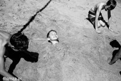Zabawy chłopców nad Narwią