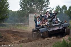Podczas rekonstrukcji bitwy w Czerwonym Borze można było przejechać się na czołgu.