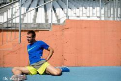 """Artur Zaczek 26 letni absolwent łomżyńskiego """" Ekonomika """", magister fizjoterapii po AWF Poznań srebrny medalista w sztafecie 4 razy 100 metrów na Uniwersjadzie w Gwangju w Korei Południowej, trenuje na stadionie miejskim w Łomży."""