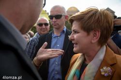 Beata Szydło, dziś Pani Premier, wtedy kandydatka na premiera podczas kampanii zabiegała o głosy także w Łomży.