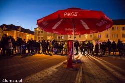 Ciężarówka Coca-Cola zawitała do Łomży. Stary Rynek stał się jedna wielką kolejką po darmową Colę.