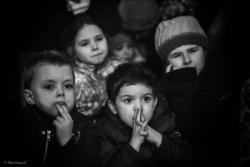 """Spektakl """"Pasja. Misterium Męki Naszego Pana Jezusa Chrystusa"""" Michela de Ghelderode wystawiana w ramach projektu """"Pasja - zbliżenia 2016"""" w kościołach regionu była wielkim wydarzeniem dla mieszkańców. Z wielkim zainteresowaniem, wzruszeniem i ciekawością oglądali ostatnie chwile Chrystusa na ołtarzu sztuki w kościołach kurpiowskich. Przedstawienie wyreżyserował znakomity twórca teatru lalkowego prof. Wiesław Hejno – inscenizator i reżyser, znający twórcze możliwości teatru formy. Wyjątkową scenografię oddającą estetykę widowisk pasyjnych zaprojektował Przemysław Karwowski."""