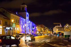 Iluminacja świąteczna na ratuszu w Łomży