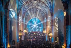 Koncert kolęd w katedrze łomżyńskiej po raz pierwszy pokazywany w ogólnopolskiej telewizji. A jak był oświetlony kościół, można zobaczyć na zdjęciach.