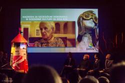 Jeszcze za życia, choć nie osobiście, nagrodę specjalną za całokształt pracy otrzymała historyk i archiwista Donata Godlewska. Parafrazując ks. Twardowskiego, śpieszmy się nagradzać twórców..