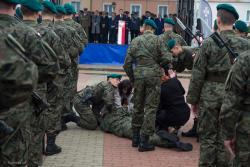 Przysięga, parada i krew żołnierzy Batalionu Łomżyńskiego Obrony Terytorialnej.