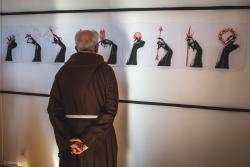Liceum Plastyczne im. Wojciecha Kossaka w Łomży zorganizowało Ogólnopolskie Biennale Wklęsłodruku dla uczniów średnich szkół plastycznych. To jeden z zaledwie dwóch takich konkursów w Polsce, a nagrodzone i najciekawsze prace młodych artystów z całego kraju zaprezentowano na wystawie w Galerii Sztuki Współczesnej w Łomży.