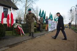 Zastępca szefa BBN minister Dariusz Gwizdała oraz ONR po raz pierwszy uczestniczyli w uroczystościach związanych z rocznicą śmierci Romana Dmowskiego w Drozdowie.