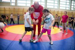 Trening z mistrzem Andrzejem Wrońskim w szkole podstawowej w Kupiskach.