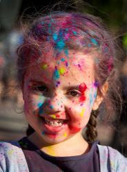 Festiwalem kolorów czyli Holi Day rozpoczął się Tydzień Kultury Studenckiej zorganizowany przez Samorząd Studencki Państwowej Wyższej Szkoły Informatyki i Przedsiębiorczości w Łomży.