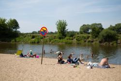 """Zamiast służyć ludziom, """"miasto"""" zamknęło możliwość kąpieli na plaży miejskiej."""