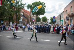 Parada uliczna z okazji jubileuszu 600 lat praw miejskich.