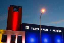 Efektowna iluminacja teatru w Łomży.