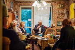 Salon Sztuk Anny Jakubowskiej. Wyjątkowe miejsce na kulturalnej mapce Łomży tym razem gościł poetę Leszka Czyża.