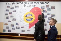 """Szczęśliwego Dnia Niepodległości życzy samorząd uczniowski """"Mechaniaka"""". Brawo."""